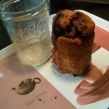 cakes  au chocolat enfermés dans des bocaux....(cakes en bocaux)