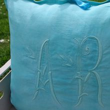 "Coussin ""broderie"" turquoise"