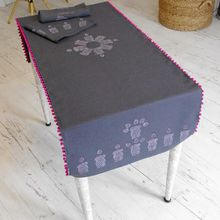 Chemin de table et serviettes gris anthracite et rose
