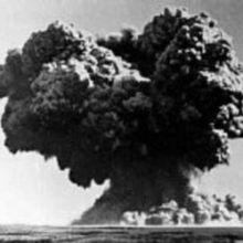HISTOIRE : QUAND LE MONDE ALLAIT PAR DEUX FOIS  SOMBRER DANS L'APOCALYPSE