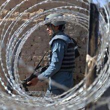 Plus d'une centaine de policiers afghans se rendent aux talibans