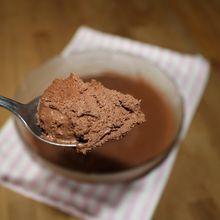 Et qu'est-ce que je fais avec le jus de ma boîte de pois chiche : une mousse au chocolat végétale, touche de coco voyons !!