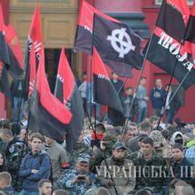 UKRAINE : CONTRE LE FRONT ROUGE ET LA RÉACTION…