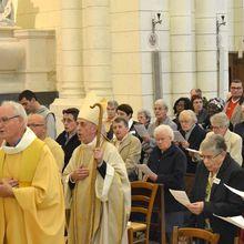 LA VIE CONSACRÉE PARMI NOUS : SIMPLE ET FÉCONDE. Messe à la cathédrale pour l'année de la vie consacrée, le 17 mai 2015