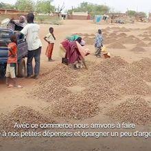 Une journée avec les ramasseuses de gravier de Niamey