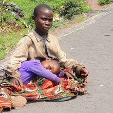 Bukavu: Abandonnés, des enfants se refugient dans la rue