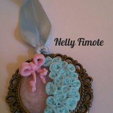 Nelly fimote de nouveaux bijoux.