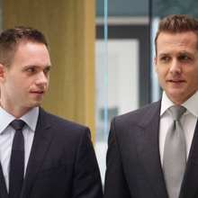 "USA Network reconduit ""Suits"" pour une saison 6 ; ""Mr. Robot"" confirme en semaine 2 et se place au-dessus de ""Complications"", ""Royal Pains"" et ""Graceland"""