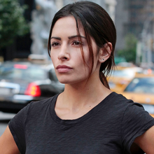 "Sarah Shahi officiellement de retour dans la saison 5 de ""Person of Interest"" sur CBS"
