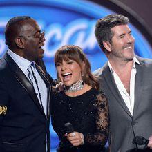 """Finale de """"American Idol"""" (vidéos) : Ryan Seacrest retrouve son co-animateur de la saison 1 Brian Dunkleman, Jennifer Lopez dévoile """"I Ain't Your Mama"""""""