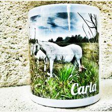 """BOUTIQUE : Mug porcelaine """"Cheval Avignon"""" personnalisable par le prénom, imprimé des photos originales de Jean Robin."""