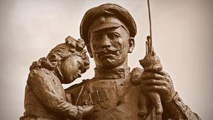 Courcy : Monument aux soldats Russes