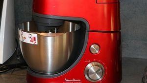 Le robot pâtissier Masterchef Gourmet Rouge avec Blender et Râpe de Moulinex