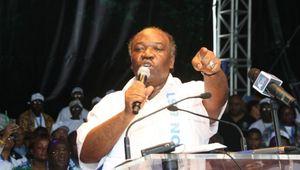 Les autorités gabonaises portent plainte contre Pierre Péan
