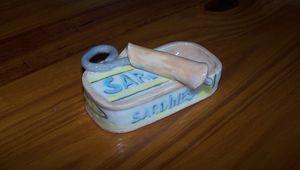 Boite de sardines en argile