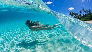 Hawai, un paraíso de aguas cristalinas y vegetación exuberante.