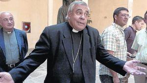 Sexo oral no es pecado si se hace pensando en Jesús: Arzobispo