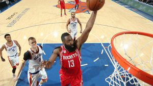 James Harden (30 points, 15 passes et 7 rebonds) relance les Rockets à New York