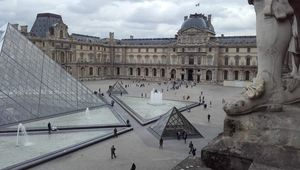 "Paris ""Le Louvre"""