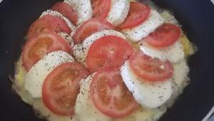 Tortillas aux tomates et à la mozzarella