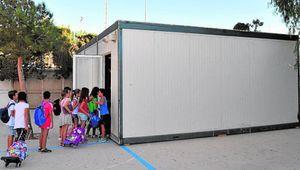 Un millar de alumnos empezarán el curso con sus aulas en barracones