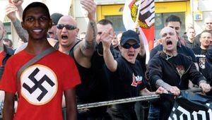 Neonazis colombianos reciben una brutal paliza por neonazis alemanes