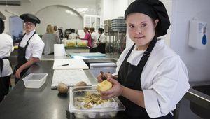 Abre en Jerez el primer restaurante atendido íntegramente por personas con discapacidad