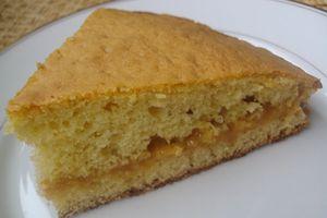 Gâteau nature fourré à la confiture de lait