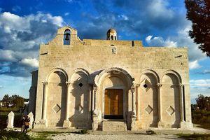 Manfredonia, itinerario tra storia, arte e misteri