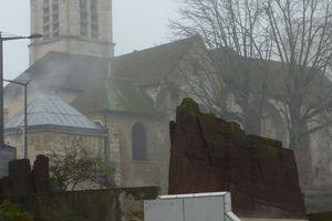 Eglise dans le brouillard