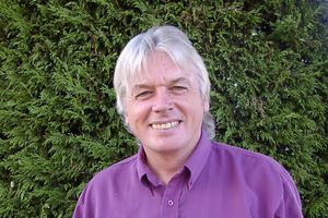 "Conférence de David Icke : "" Beyond the cutting edge """