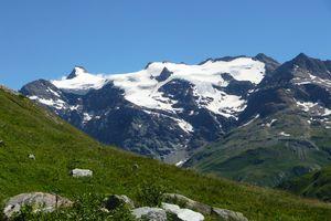 Névé et paysage de haute-montagne