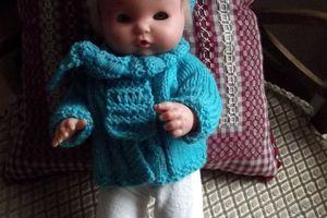 Arthur doit se préparer pour l'hiver... un gilet au tricot pour poupée