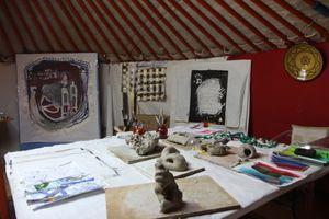 """Ambiance des sessions de formation """"Initiation à l'art-thérapie en tant que médiation thérapeutique et créative"""" Avril et Juin 2017 en Dordogne."""