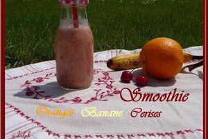 Smoothie oranges-banane-cerises