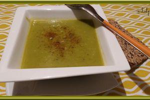 Soupe de brocolis au curcuma