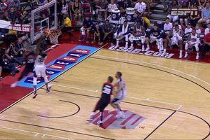 Le basketteur Paul George se brise la jambe en deux pendant un match ! (vidéo)