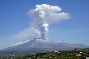 ETNA - Aeroporto di Catania a rischio cenere. Le immagini LIVE