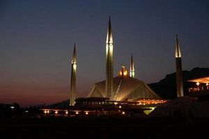 Amazing night view of Shah Faisal mosque