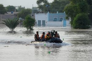 Pakistani rescuers take part in relief and rescue operations in Punjab