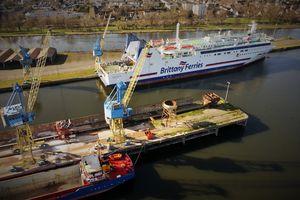 Un ferry à Caen