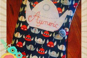 Le protège carnet de santé d' Aymeric avec un passepoil argenté !