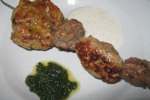 mix de keftés de boeuf et d'agneau et leur sauce verte ou yaourt