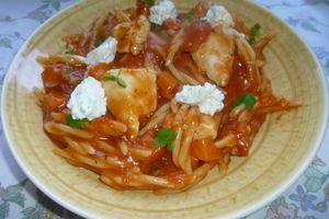 repas complet en 30MN:pâte au poulet,poivron,carotte,sauce tomate