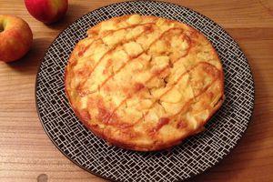 Gâteau moelleux aux pommes, amandes et caramel