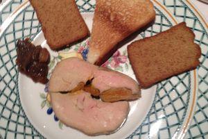 foie gras  mi-cuit aux abricots moelleux et vendange tardives cuit au sel