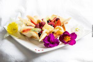 Tulipes à la crème pâtissière et aux fruits pour célébrer le printemps.