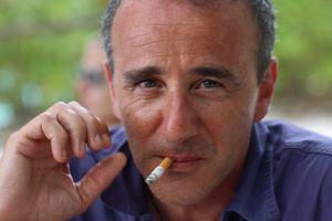 L'égérie de la Jai, Élie Semoun, est toujours fumeur