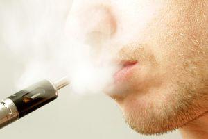 Les vapoteurs moins exposés aux substances toxiques que les fumeurs