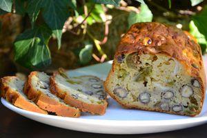 Cake aux figues, noisettes et chèvre